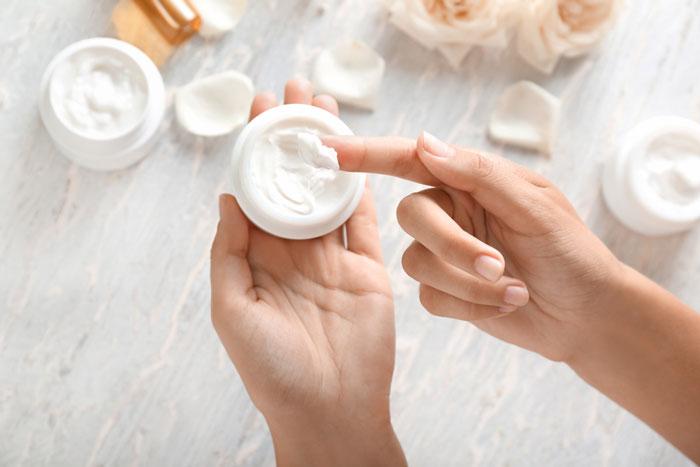 Hindari Kosmetik dan Krim Pengelupas Kulit