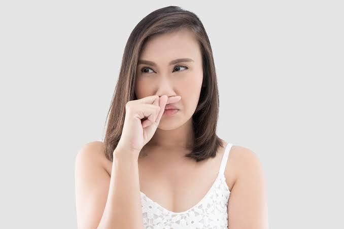 7 Cara Alami Menghilangkan Bau Badan, Terbukti Ampuh!